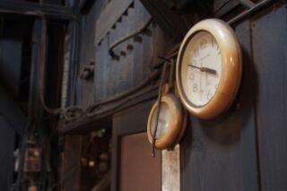見つめる時計